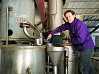 Sault, Aroma'Plantes, Laurent Tourenc alle prese con la distillazione
