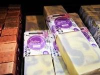 Sault, Aroma'Plantes, le barre di sapone in vendita alla boutique