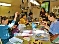 Lauris, Couleur Garance, laboratorio di tintura vegetale
