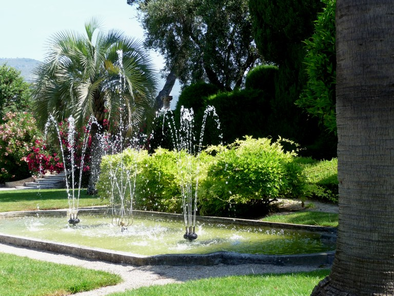 Saint-Jean-Cap-Ferrat, Villa Ephrussi de Rotschild, un angolo del giardino.JPG