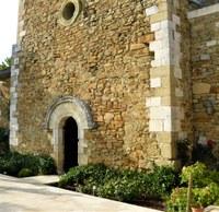 La facciata dell'abbazia di Valsaintes