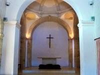 L'altare della chiesa di Valsaintes