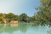 Una capanna galleggiante rotonda del Domaine des Grands Cépages © Cabanes Nature & SPA
