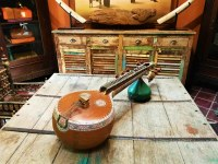 La malle des Indes, strumento a corde