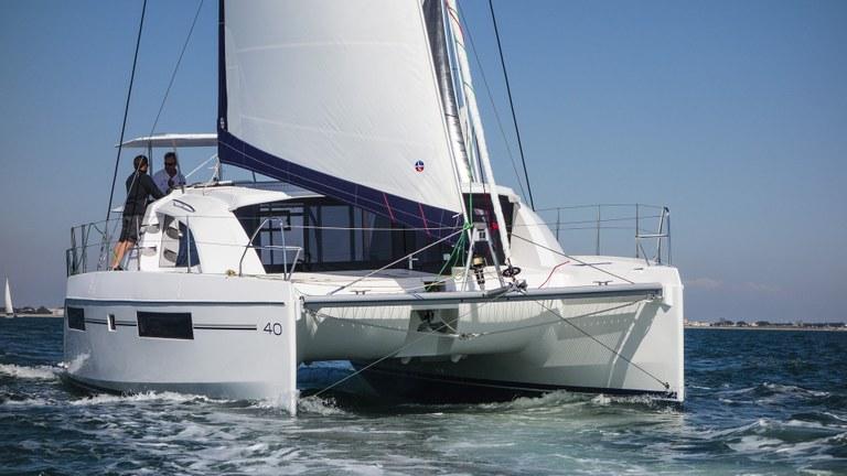 A bordo di un catamarano