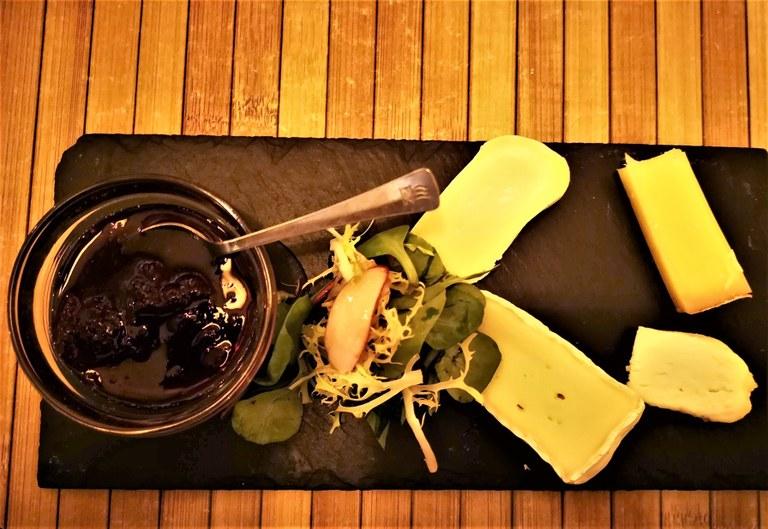 A la Table de Nicolas, un po' di formaggio per finire il vino