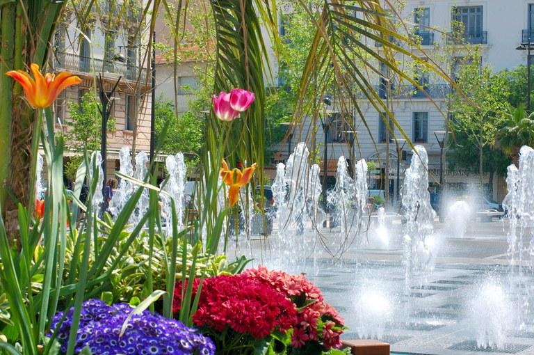 Antibes, place De Gaulle © D. Vincendeau