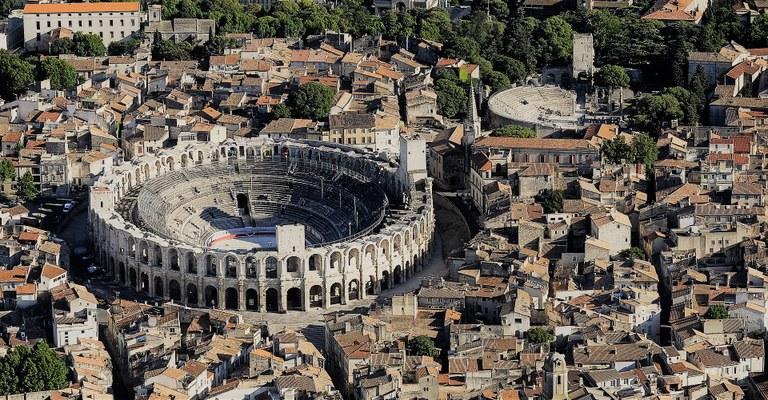 Arles, veduta aerea © Lionel Roux - OT Arles