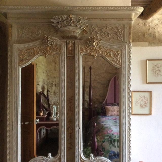 Atélier des couleurs - Un vecchio armadio 'trasformato'