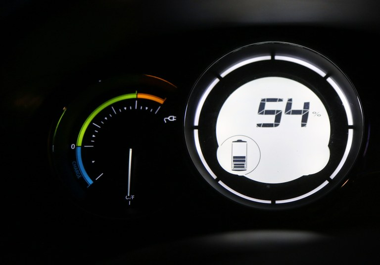Auto elettrica, indicatore del livello di carica.jpg