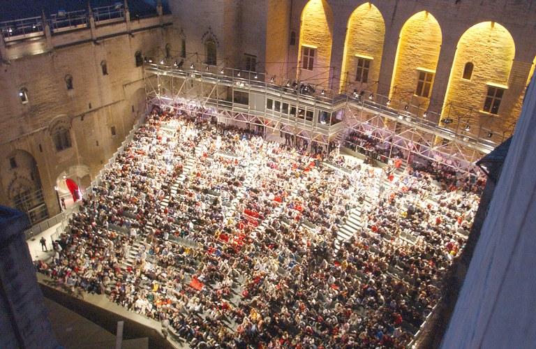 Avignone, la corte d'onore del Palazzo dei Papi © JP Campomar