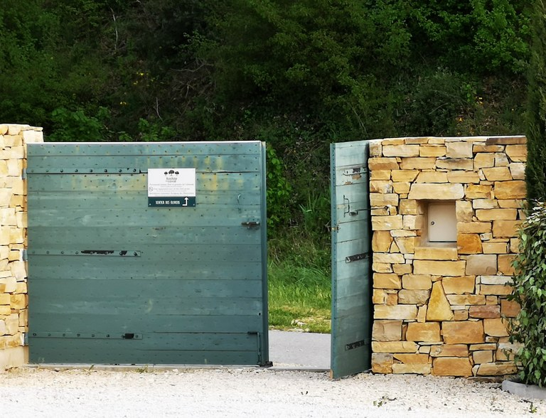 Bastide du Laval, l'ingresso del sentiero degli ulivi