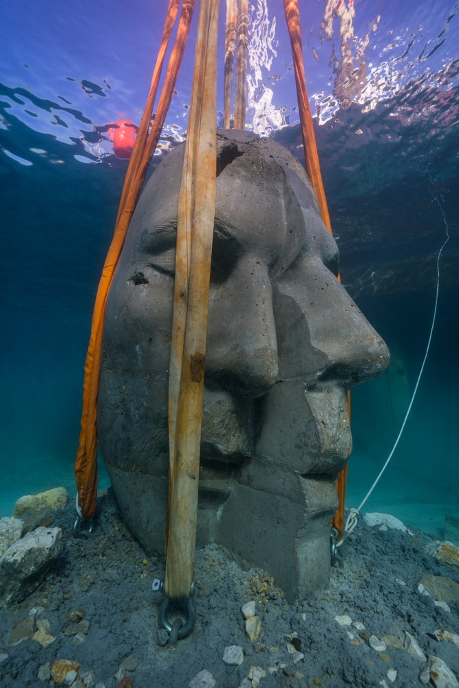Cannes, ecomuseo sottomarino, la posa delle opere © J. deCaires Taylor