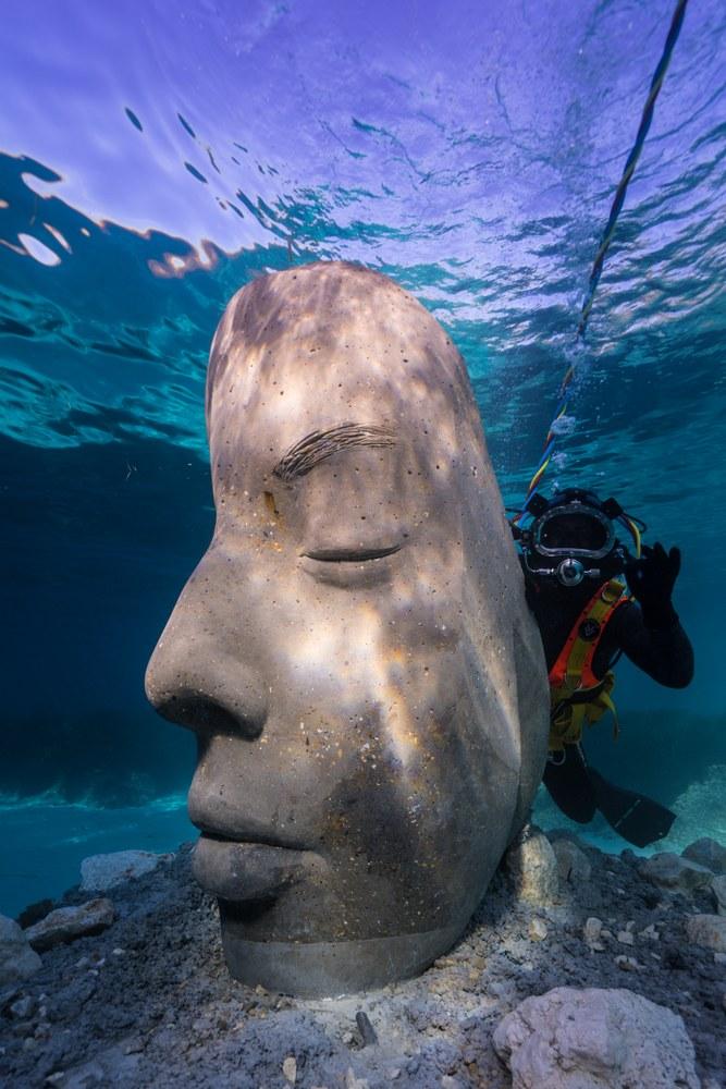 Cannes, ecomuseo sottomarino, le statue fungeranno da riparo alla fauna e alla flora marina © J. deCaires Taylor