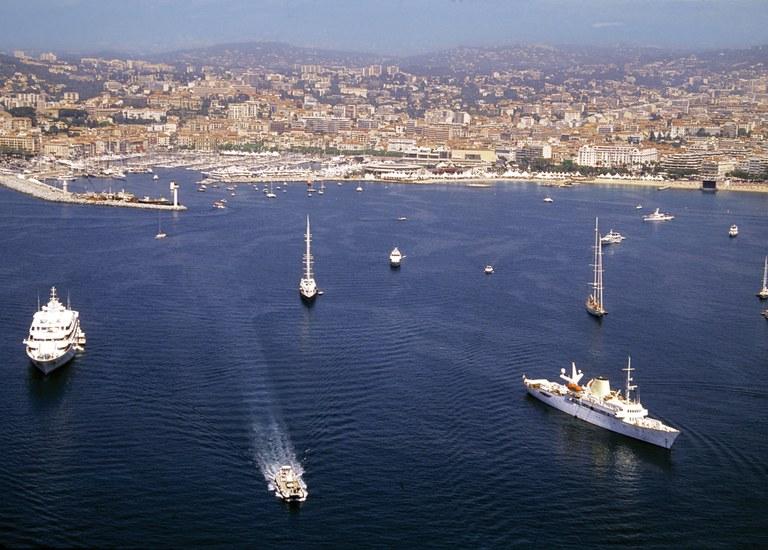 Cannes, veduta aerea © Kelagopian