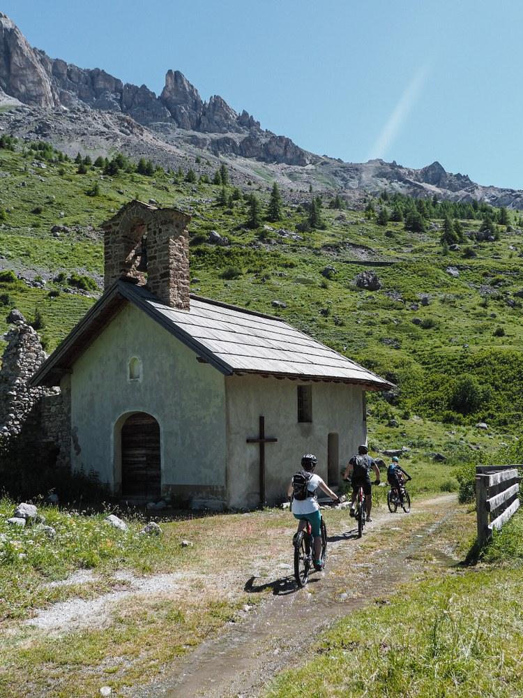 Col du Galibier, una chiesetta lungo il sentiero -  Photo OT Serre Chevalier Vallée – Briançon