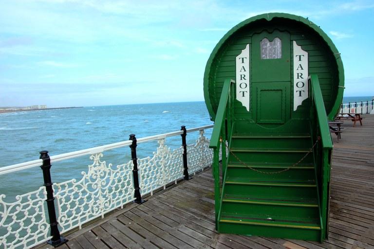 Farsi leggere i tarocchi in riva al mare