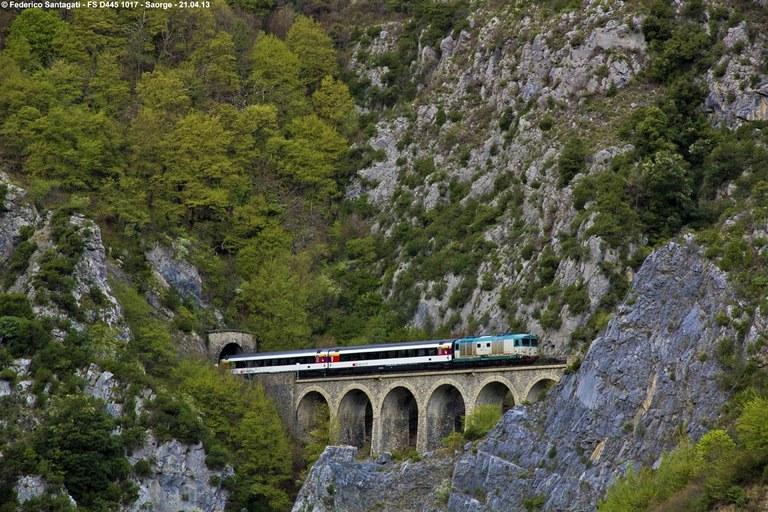 Ferrovia Cuneo-Ventimiglia-Nizza, Saorge, tra una galleria e l'altra © Federico Santagati