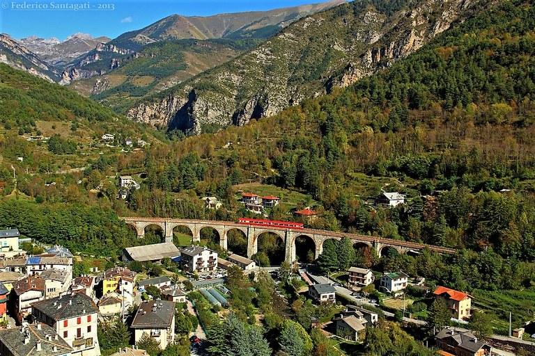 Ferrovia Cuneo-Ventimiglia-Nizza, vallata © Federico Santagati