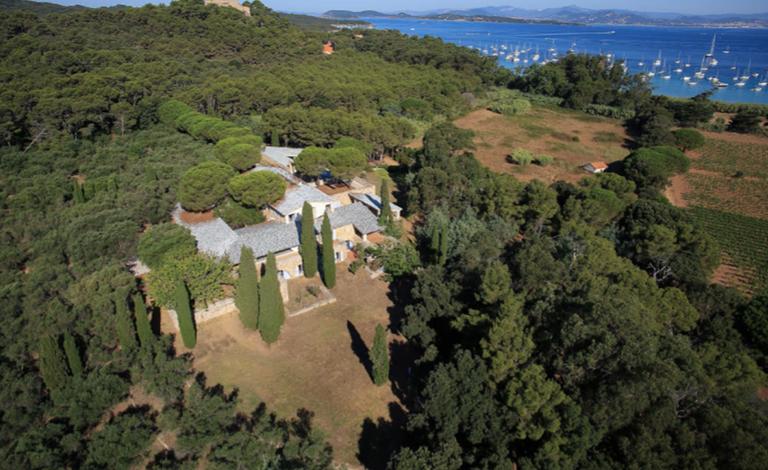 Fondation Carmignac, un mas immerso nella natura di Porquerolles