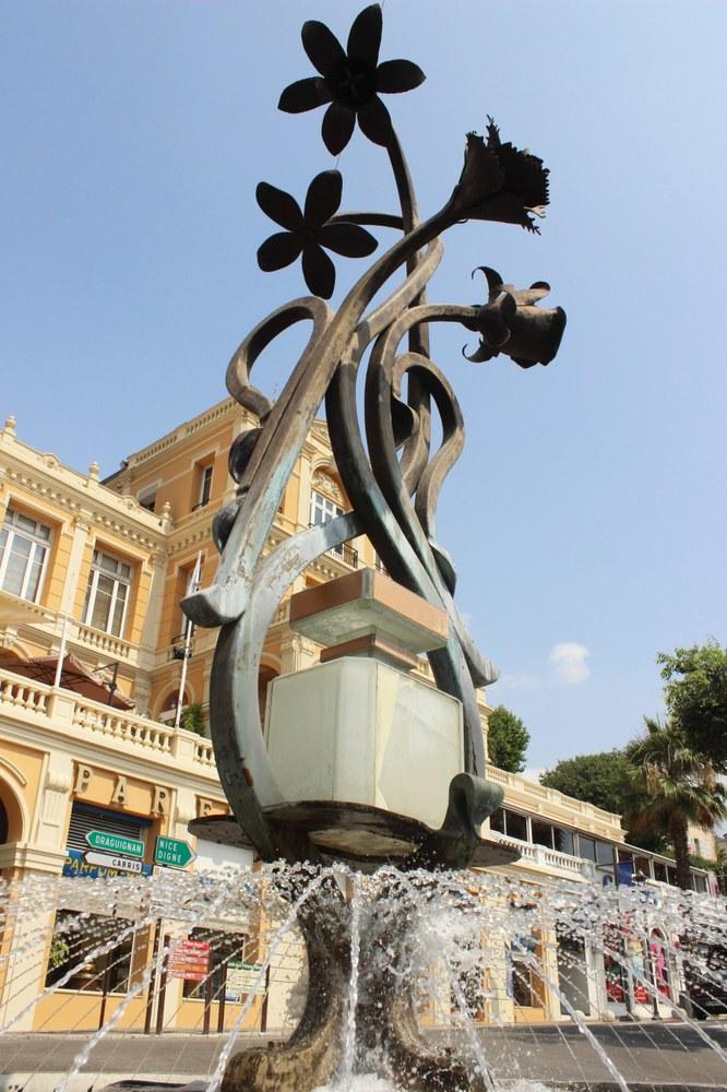 Grasse, fontana del profumo - Foto: © OT Grasse