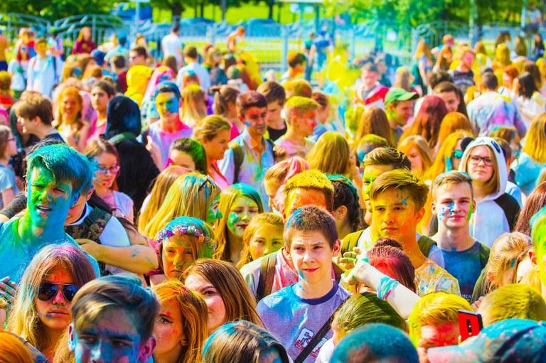 Holy, la festa dei colori