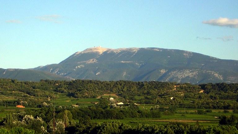 Il Mont Ventoux visto da Mirabel-aux-Baronnies.jpg