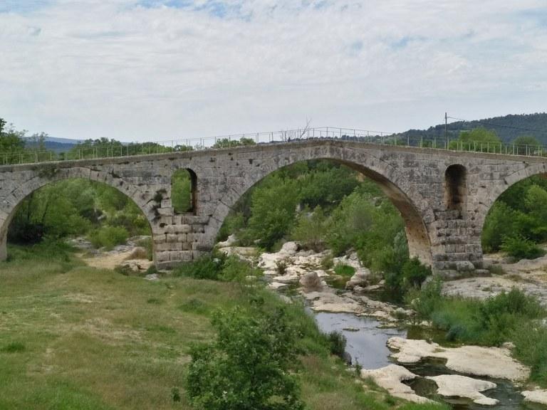Il Pont Julien, di epoca romana, nei pressi di Apt