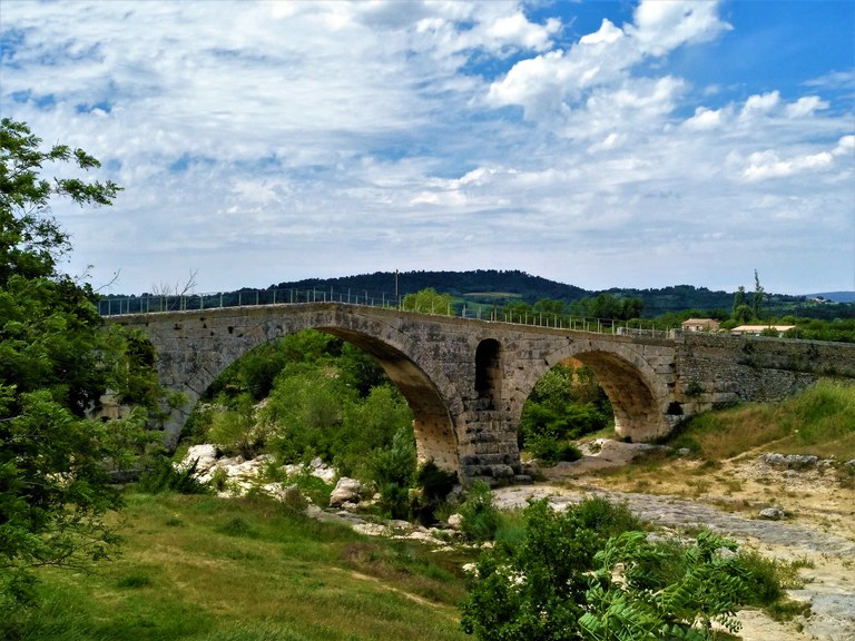 Il Pont Julien lungo la Via Domizia nei pressi di Apt