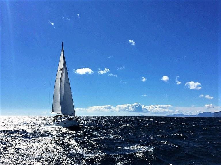 In vela al largo della Costa Azzurra