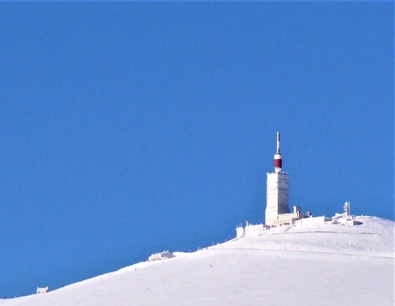 La cima del Mont Ventoux sotto la neve