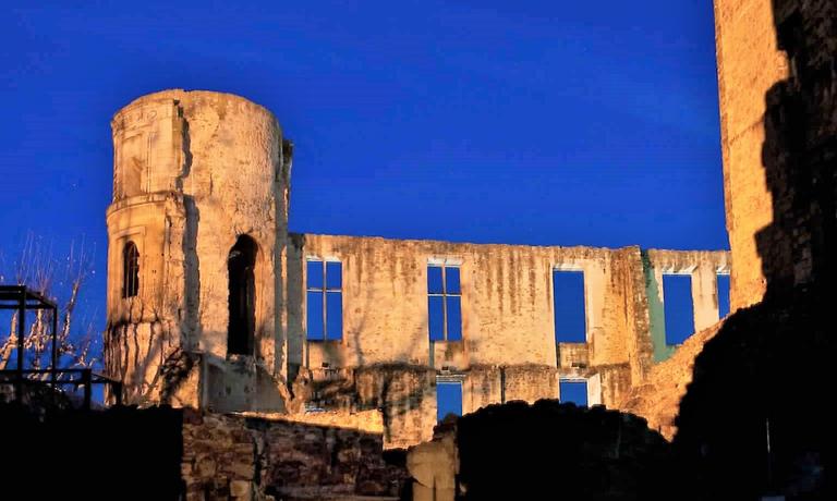 La Tour-d'Aigues, il castello