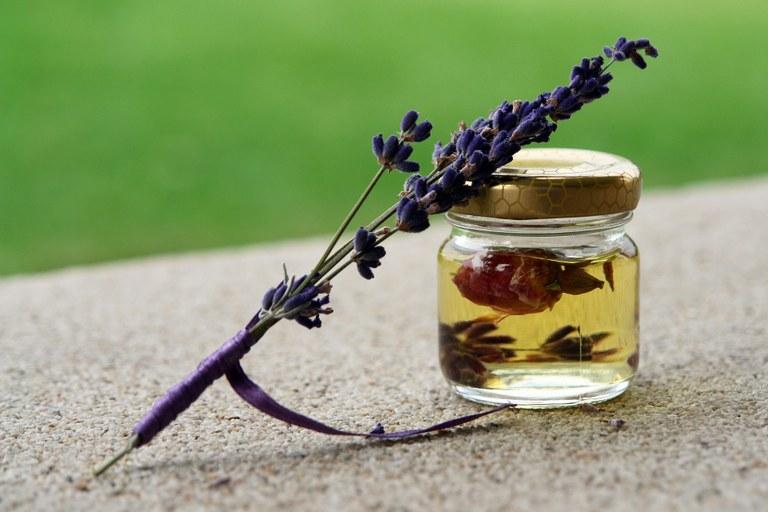 Lavanda, rose, miele: in Provenza diventano coccole da spa