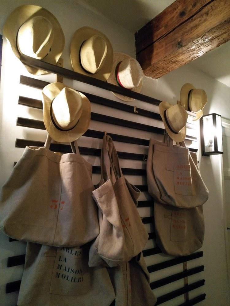 Maison Molière - Per uscire puoi prendere a prestito un cappello di paglia