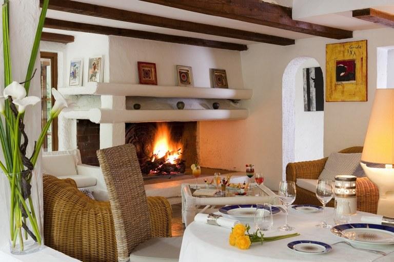 Mangio Fango, il camino acceso nella sala ristorante - Foto © Eliophot - Mangio Fango