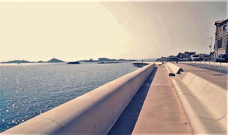 Marsiglia, Corniche Kennedy, la panchina più lunga del mondo