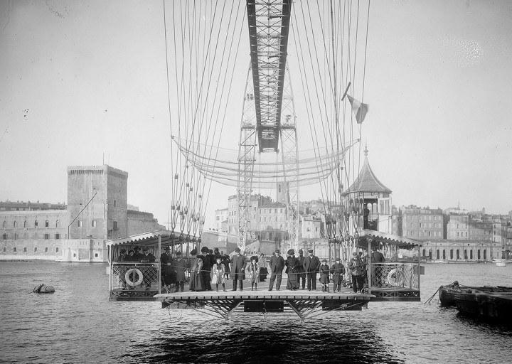 Marsiglia, la navicella del ponte trasportatore