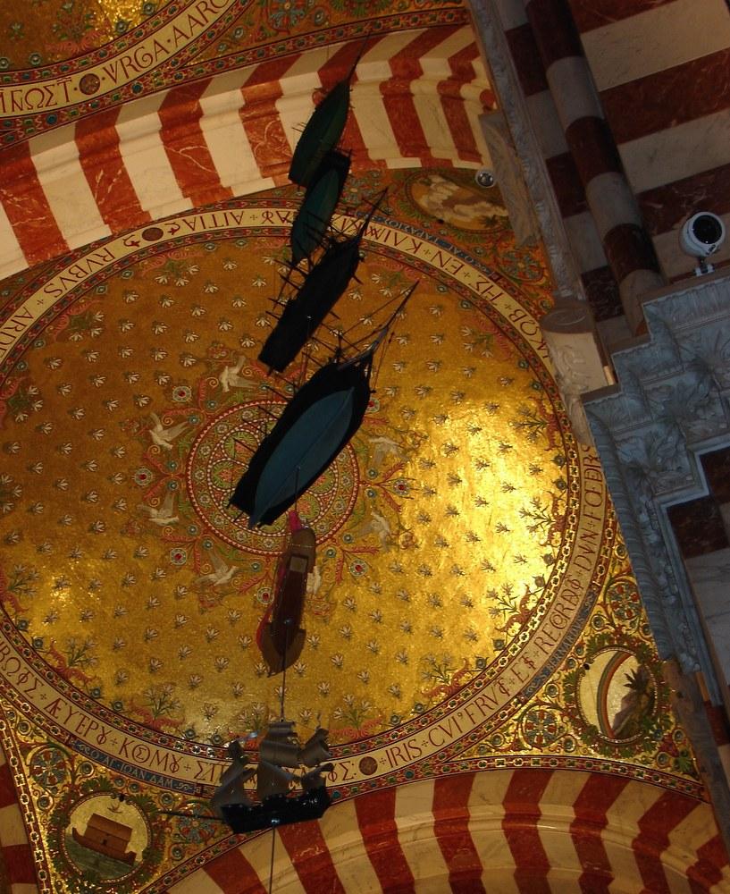 Marsiglia, modelli di velieri e vascelli appesi alla volta di Notre Dame de la Garde