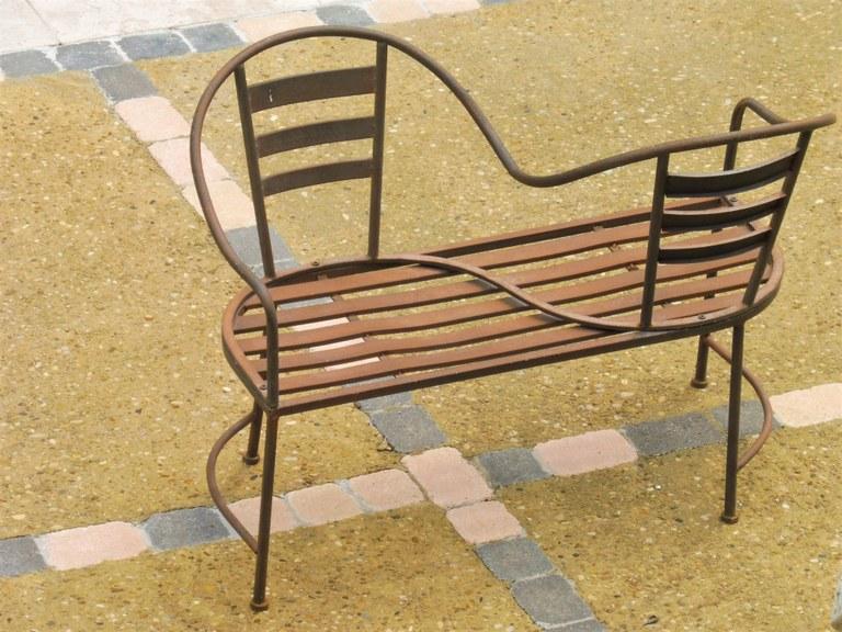 Maussane-les-Alpilles, Bastide des Cyprès, doppia sedia vis-à-vis.JPG