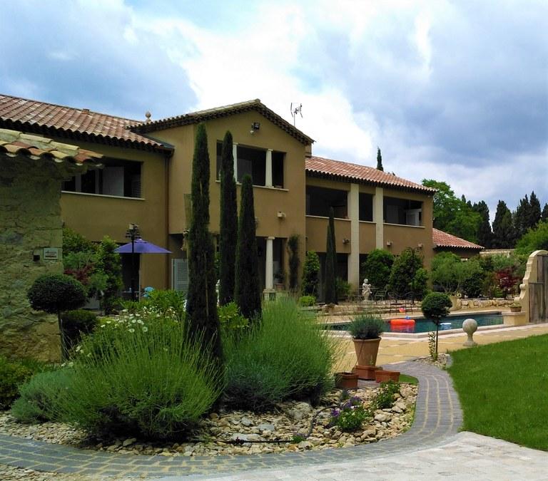 Maussane-les-Alpilles, Bastide des Cyprès, esterno.jpg