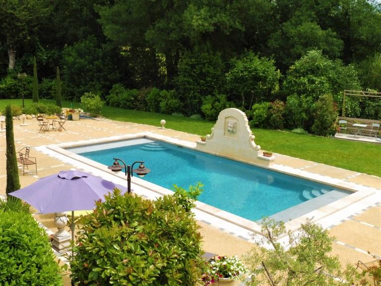 Maussane-les-Alpilles, Bastide des Cyprès, la piscina.JPG