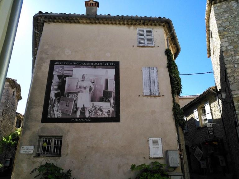 Mougins - Place Albicocco