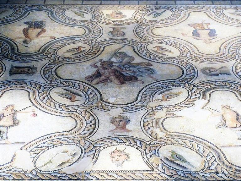 Nîmes, mosaico custodito al Muséé de la Romanité