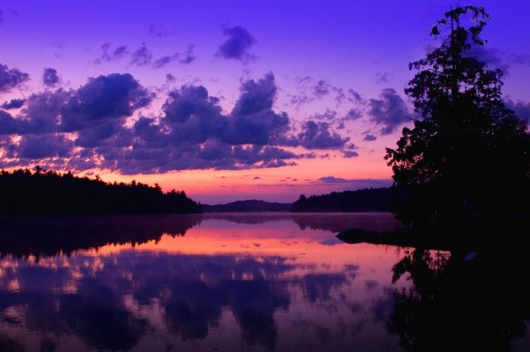 Sfumature Ultra Violet nel cielo dell'alba