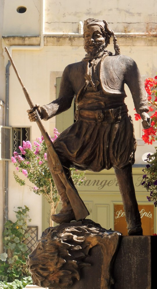 Tarascona, la statua di Tartarino
