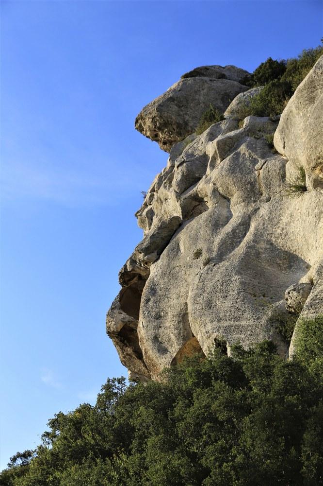Uno sperone roccioso nei dintroni di Les Baux