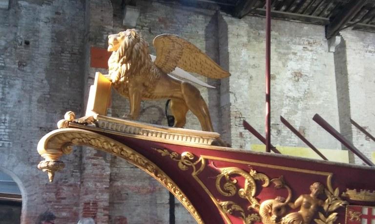 Venezia, il leone emblema della città sulla prua di un'antica imbarcazione  - Con la gentile collaborazione della Marina Militare Italiana