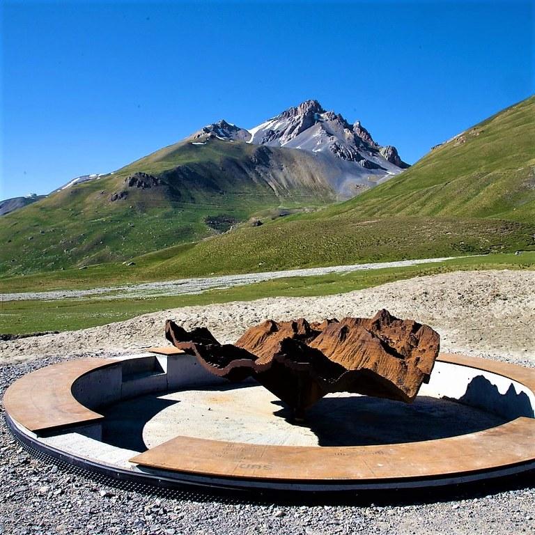 Viapac, Tavola-rilievo di David Renaud a Larche © Legall