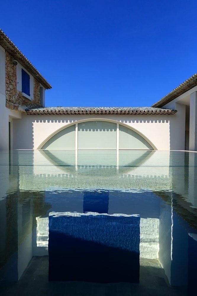 Villa Carmignac, il soffitto d'acqua © Fondation Carmignac - Photo Camille Moirenc